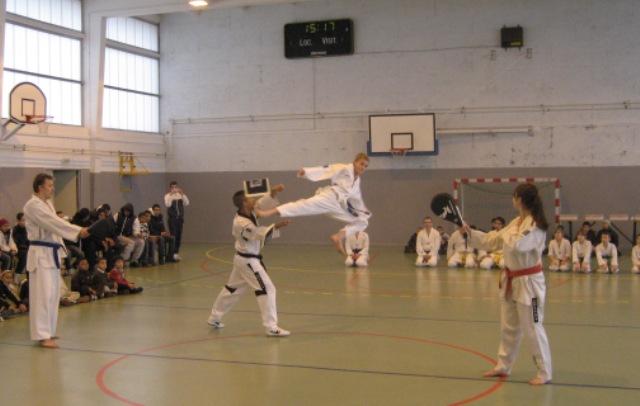 Le club de Taekwondo de Sarreguemines: Démonstration à Behren-les-Forbach